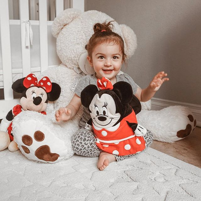 Ella is going through her Minnie Mouse phase and I'm all FOR IT. Also, that Minnie on her lap transforms into a jacket. So epic. I wish I was as cool as her sometimes. #cubcoatsclub