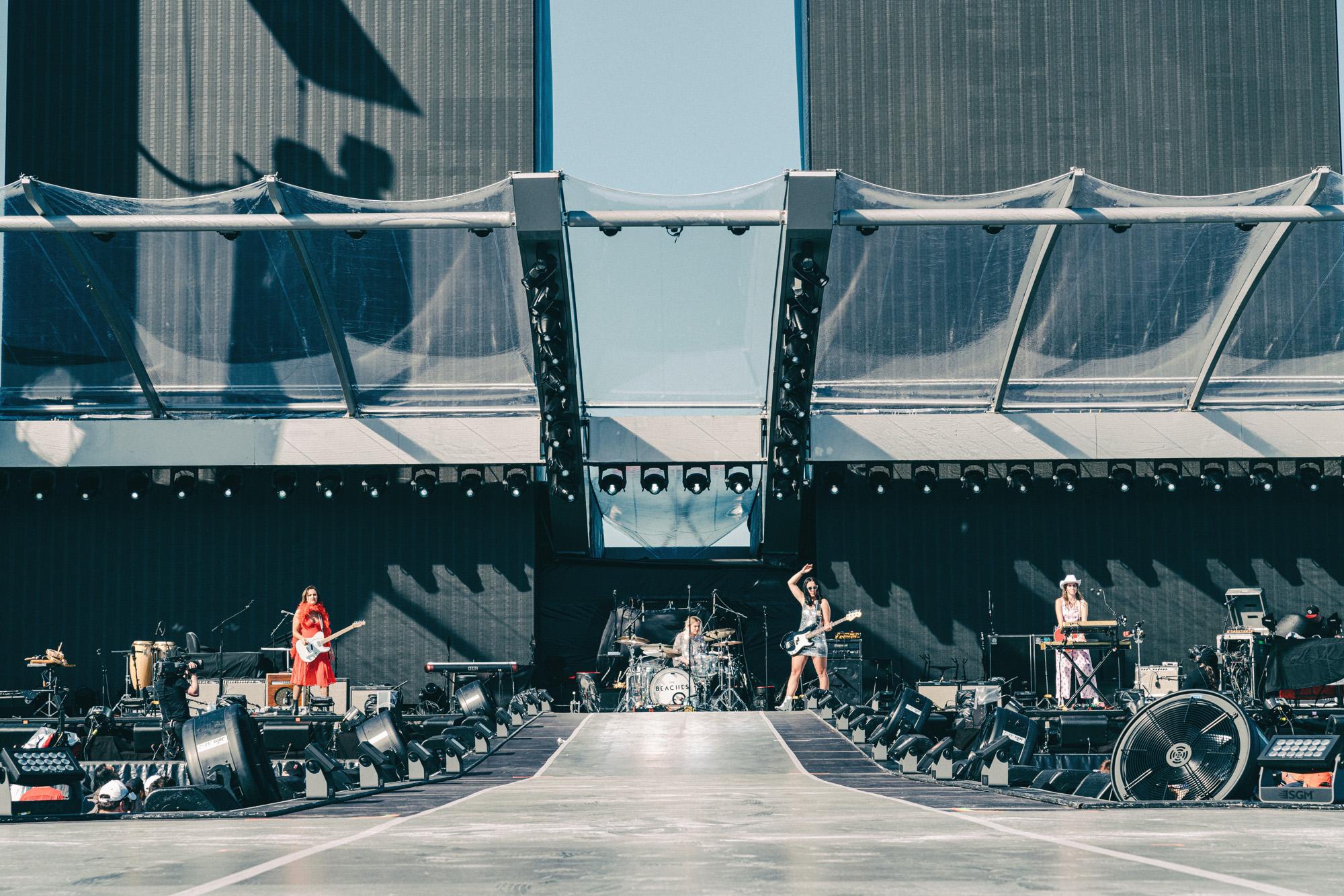 The_Beaches_Rolling_Stones_Born_Razed_2.jpg