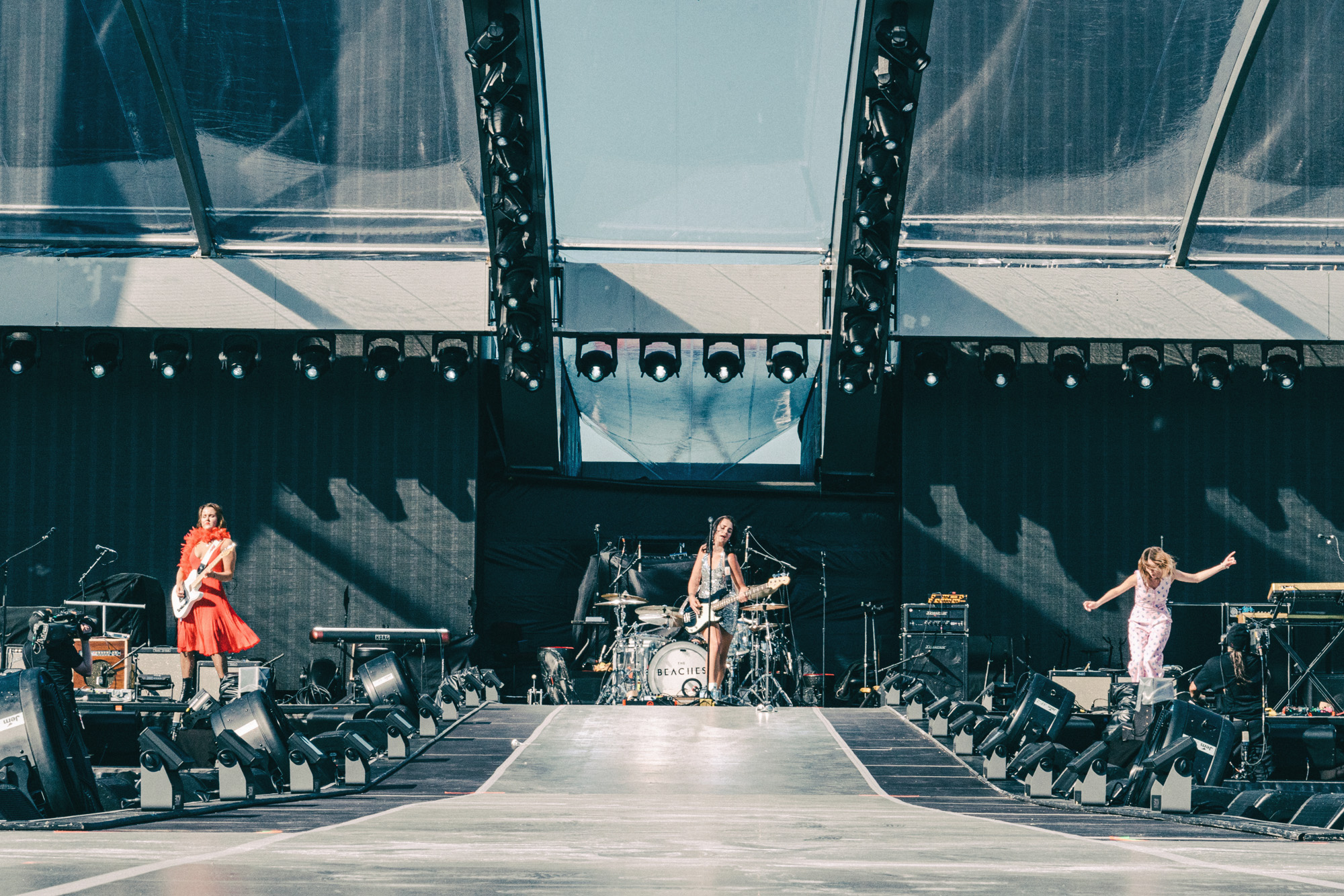 The_Beaches_Rolling_Stones_Born_Razed_4.jpg