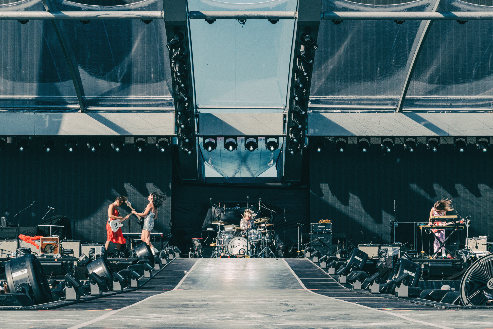 The_Beaches_Rolling_Stones_Born_Razed_8.jpg