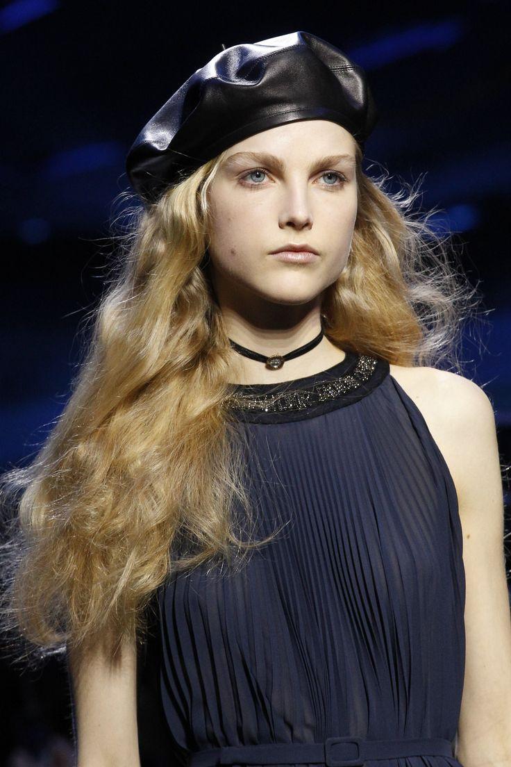 343751f3941f1483264ceabf480e212a--runway-hair-hair-inspiration.jpg