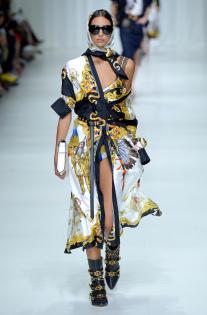 versace-rtw-spring-2018-milan-fashion-week-mfw-025.jpg