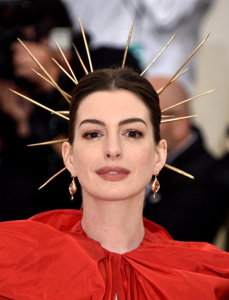 Anne-Hathaway-1.jpg