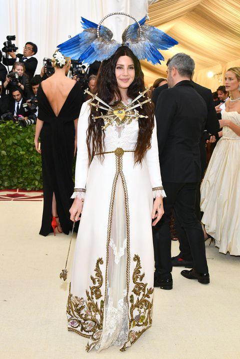 lana-del-rey-met-gala-2018-1525739344.jpg