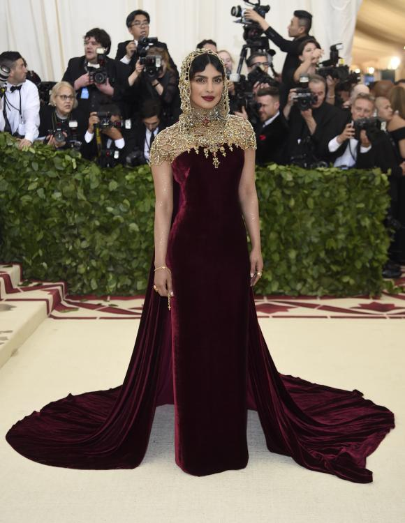 MET Gala 2018 Priyanka Chopra makes a style statement with her dramatic look_0.jpg