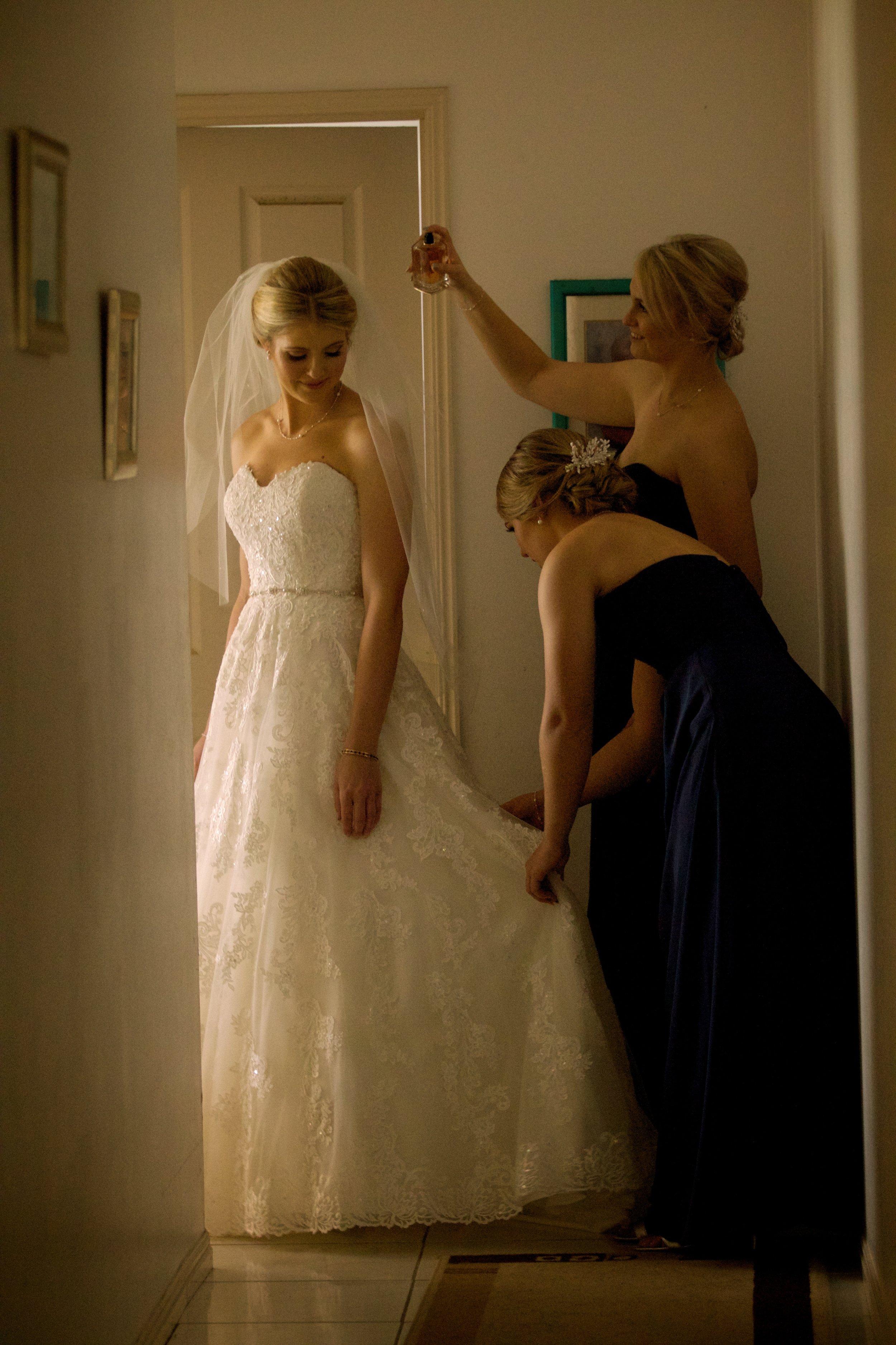 Showcase your Weddingwith stunning photographs -