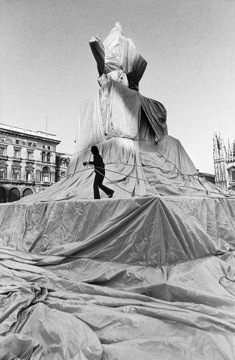 Jeanne-Claude + Christo, Wrapped Monument