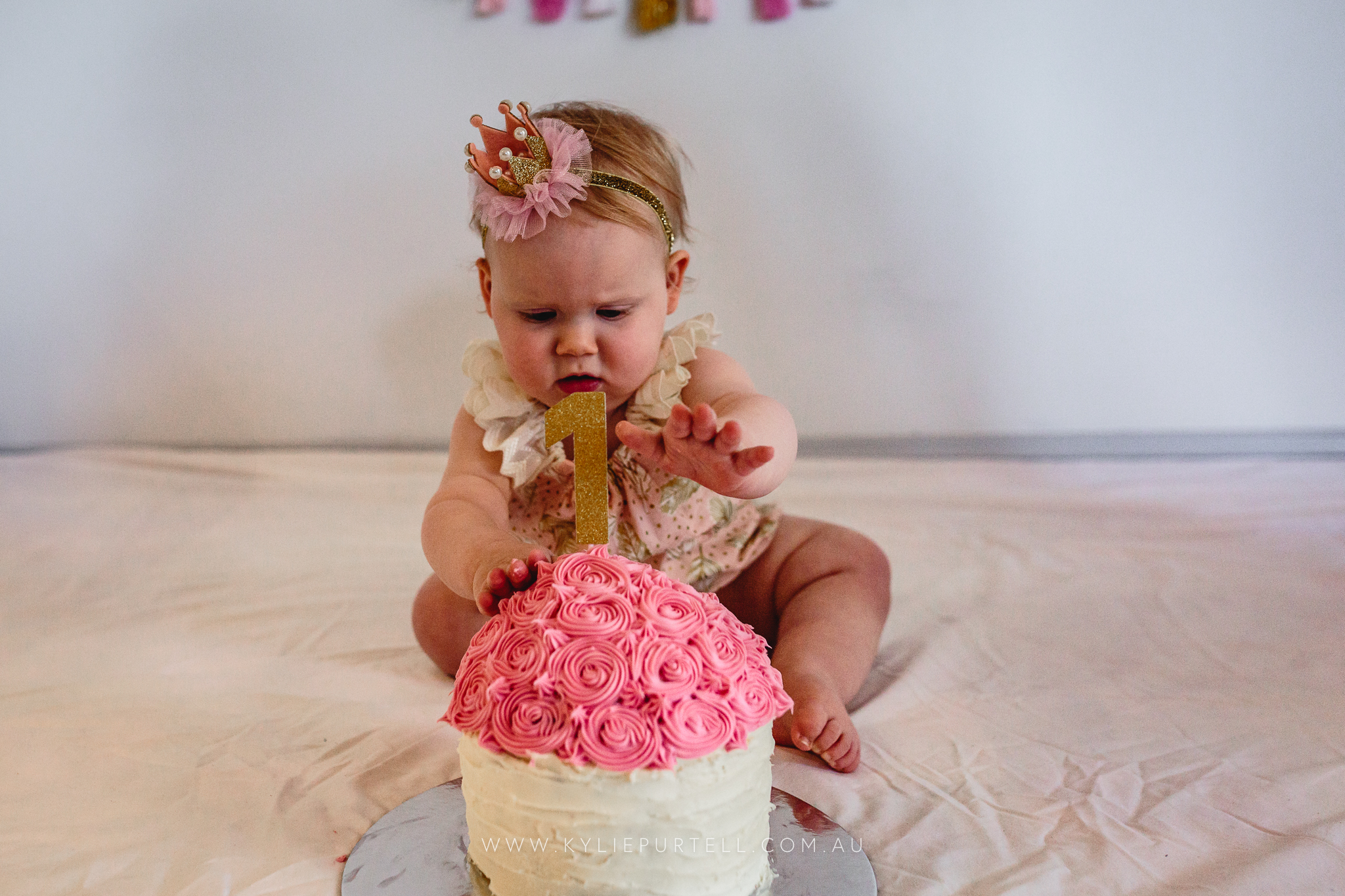 Florence 1st Birthday Cake Smash-2.jpg