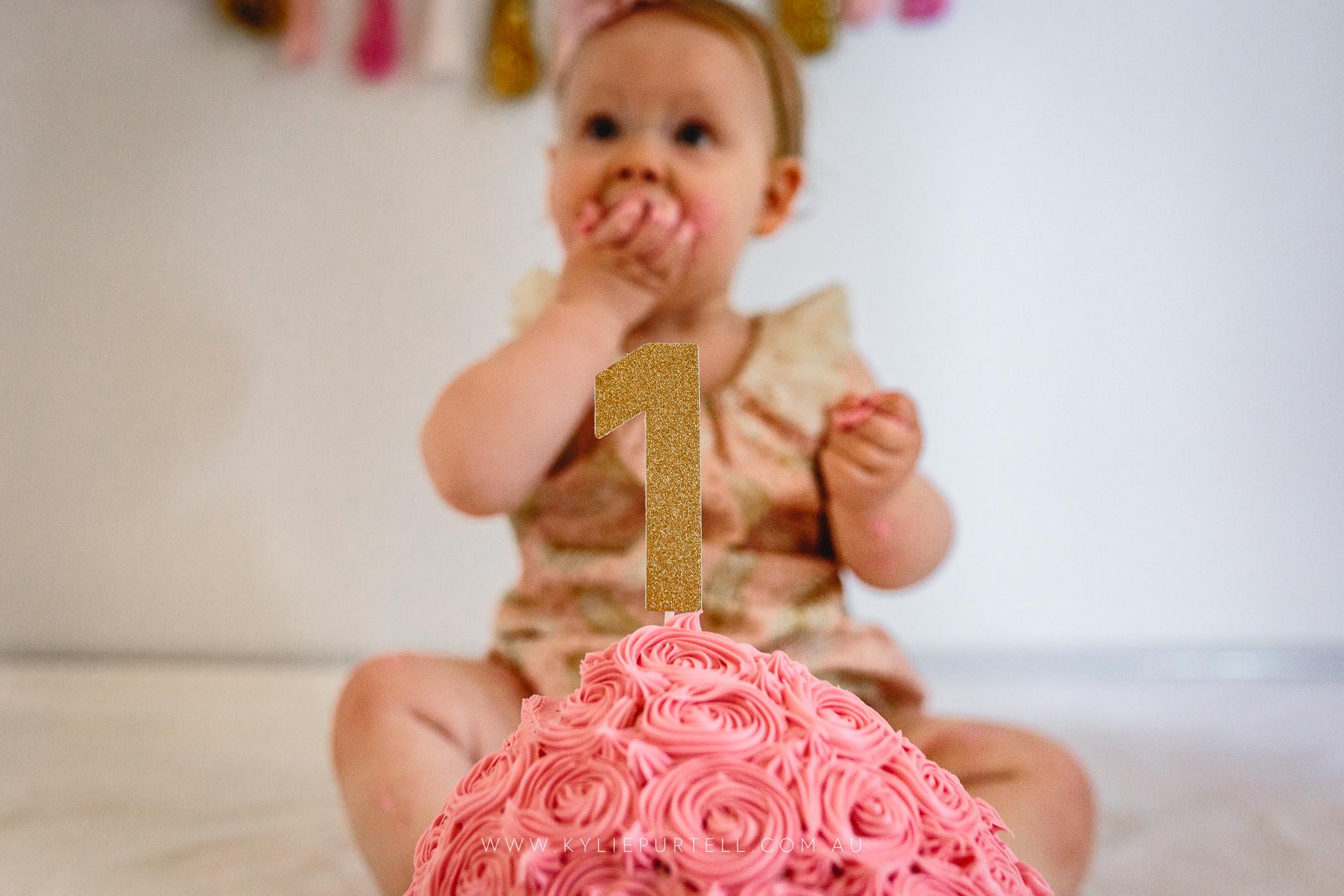 Florence 1st Birthday Cake Smash-5.jpg