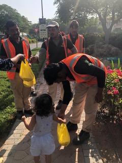 Rokshana distributing food