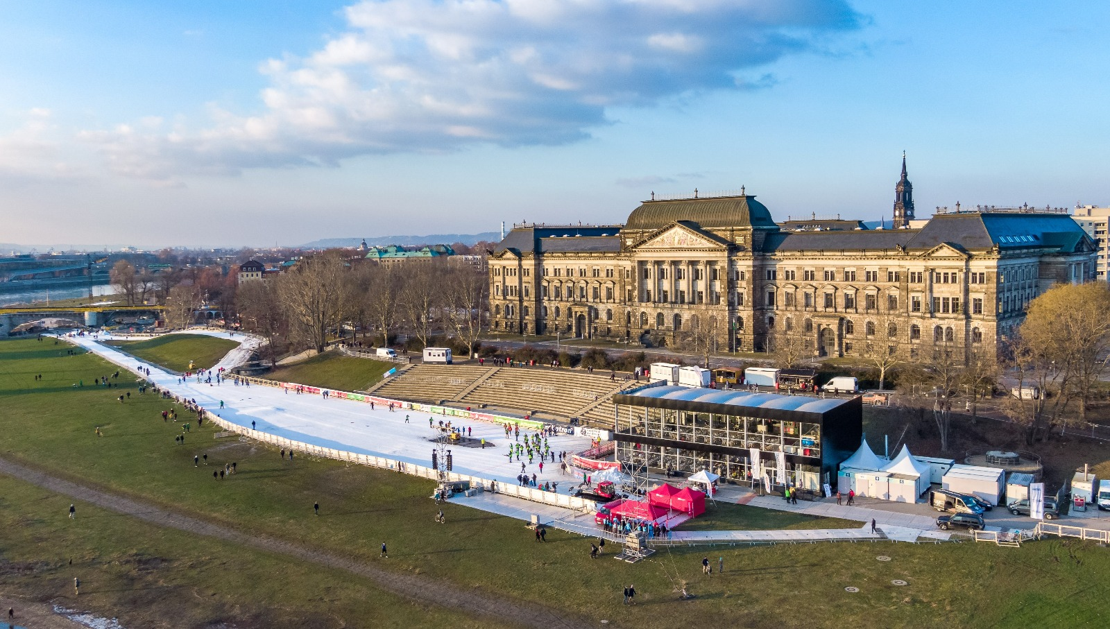 Aerial view of the race course in front of the State of Saxony's Ministry of Culture building.