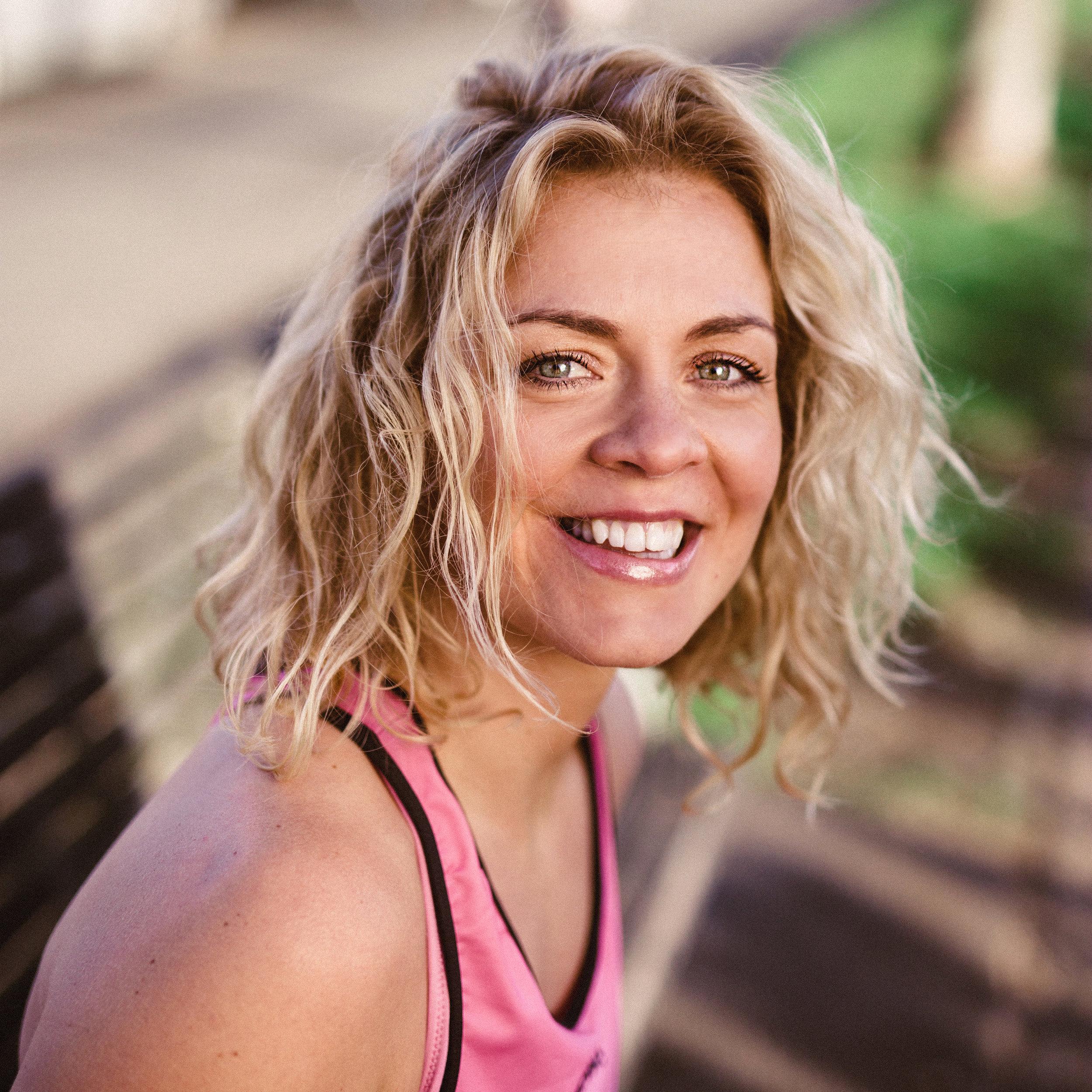 LIZ COSTIGAN , Positive.Fitness.Project Morning Yoga/Meditation  @positive.fitness.project  >  BIO