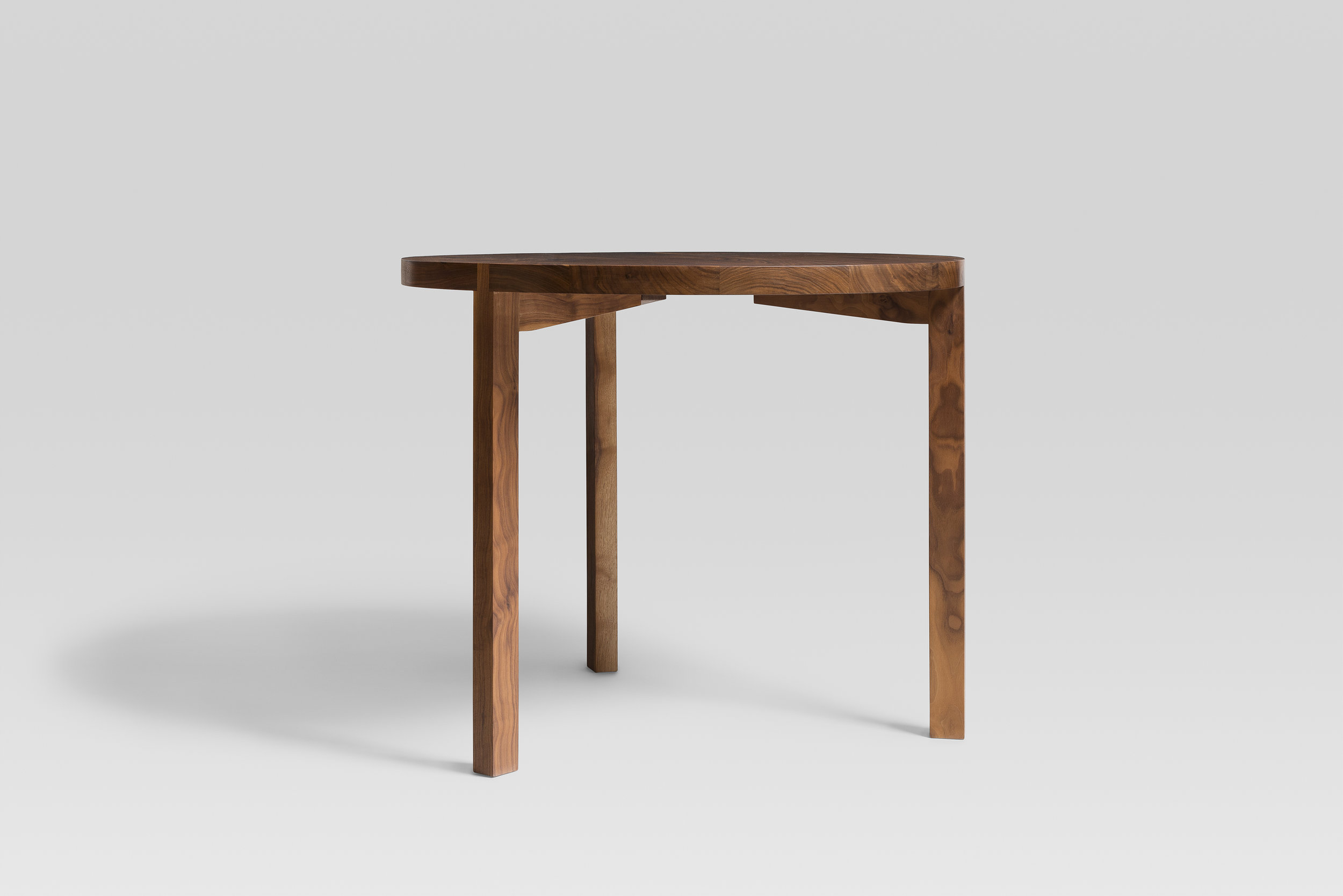 R01 walnut table