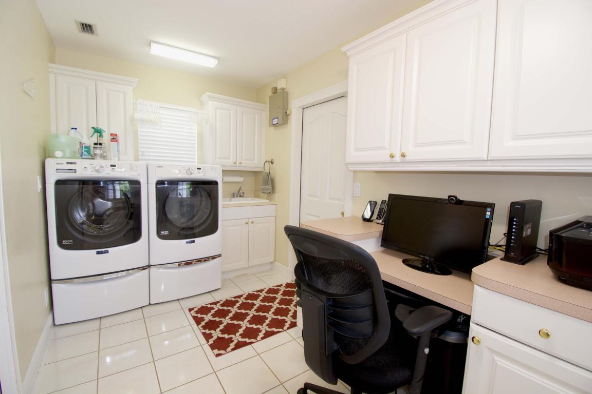 Bw laundry office.jpg