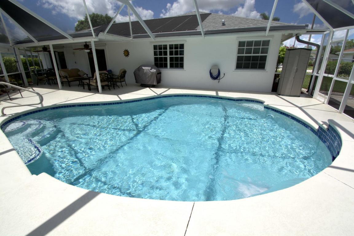BW pool.jpg