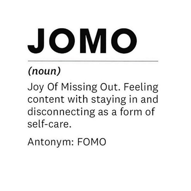 We had a deep discussion on this very topic 💡  How do you thrive in a society that is based on shallowness, popularity and surface shit? 🤔 Can you stay true to yourself, be the unpopular one by taking the road less traveled and still feel successful? Comment below if you have it figured out👇🏼 #jomo #joyofmissingout #introvertlife #missingoutbutnotreally #paradigmshift Inspo via @roxanneassoulin