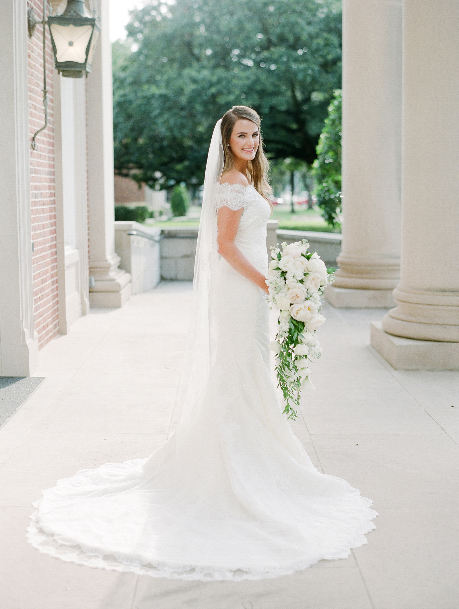 0092_0111__StLukes_Texas_Film_Wedding_Photographer.jpg
