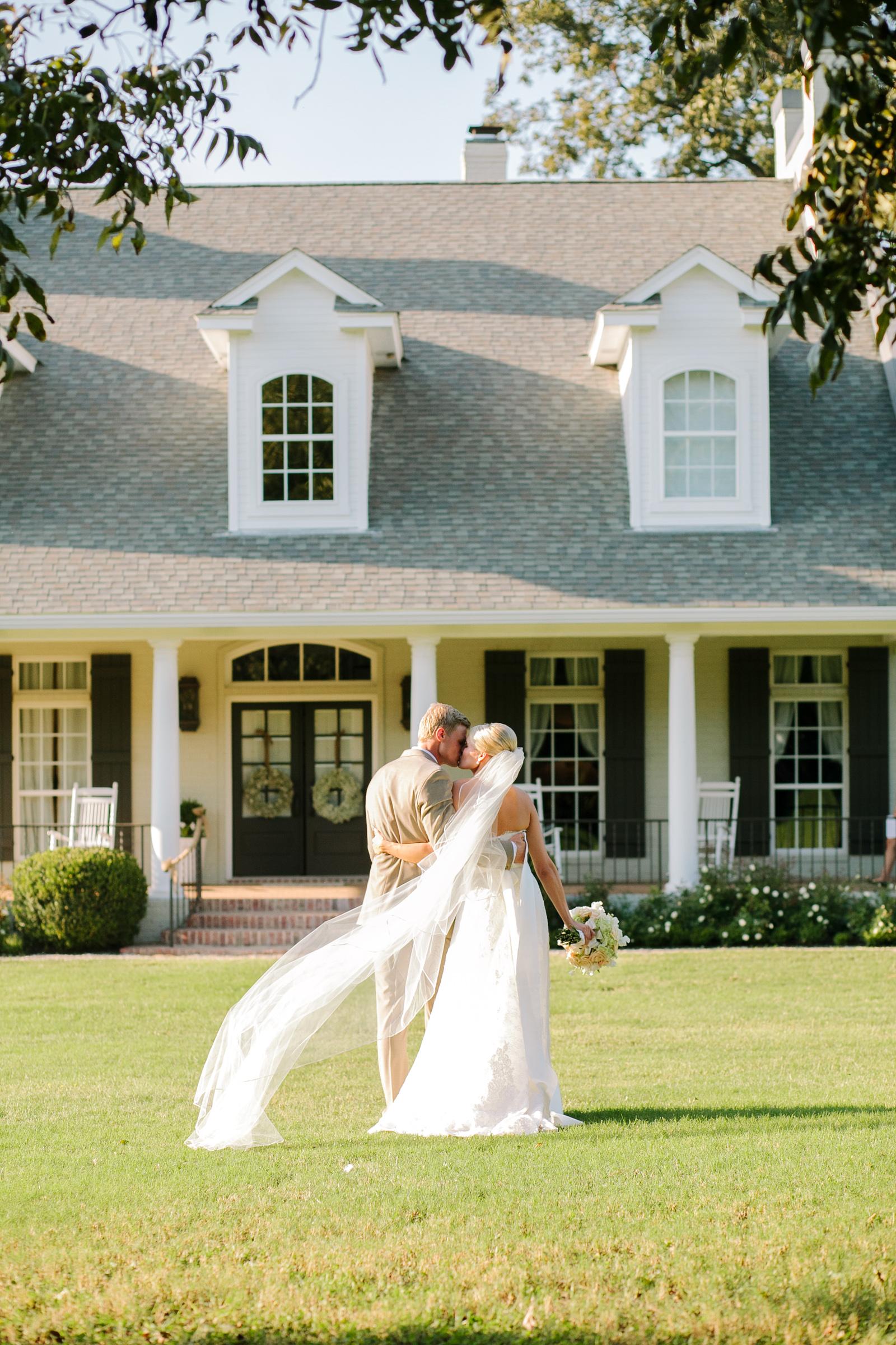 0059_Waco_Ranch_Wedding_Catherine_Nick_Riewoldt.jpg