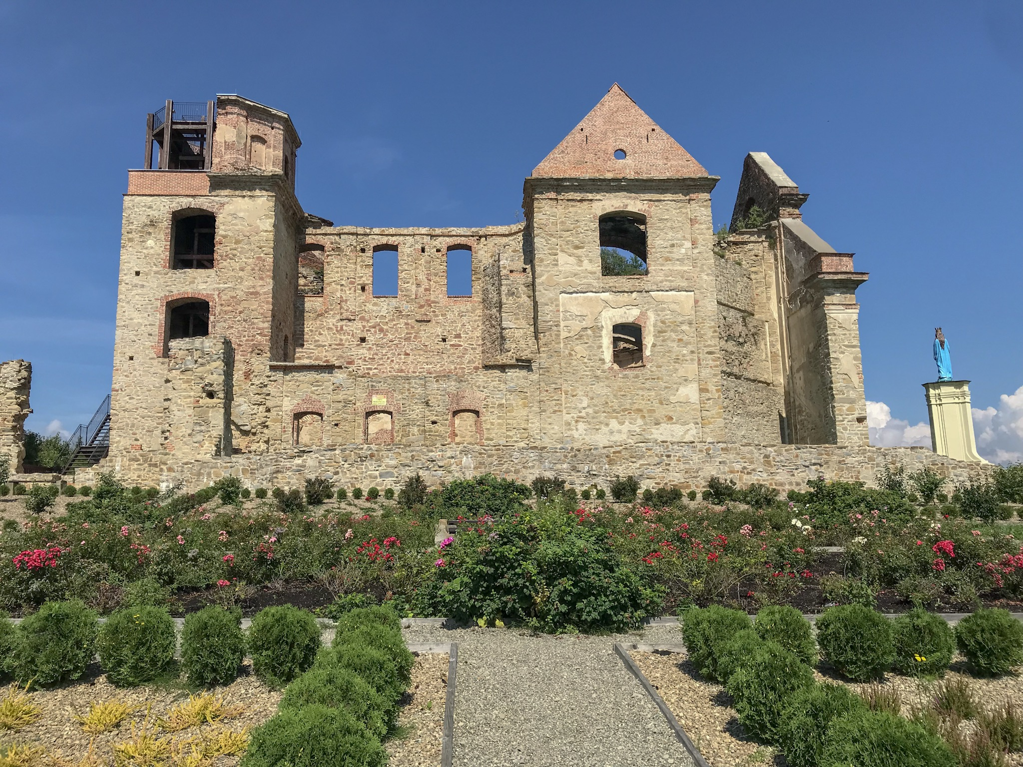 Ruins of a Carmelite Monestary, Zagorz  (I know it's not technically a castle—but it's all ruiny and beautiful, and, besides, it was once fortified so I'm including it)