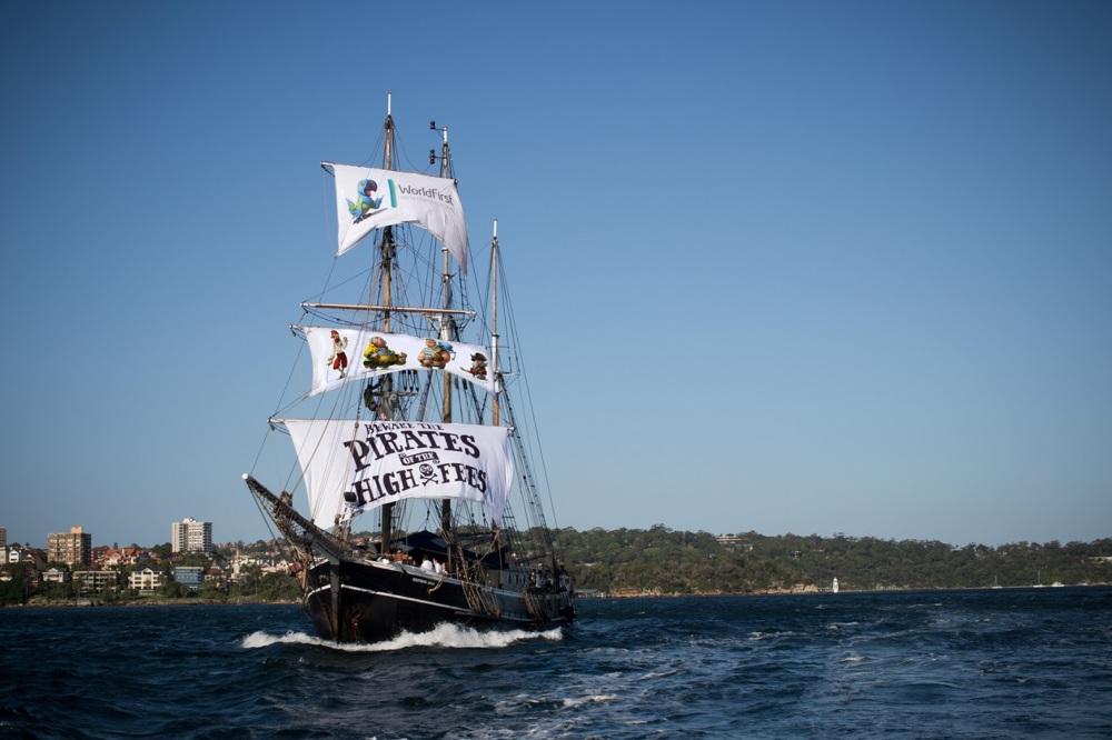 Pirats-spots-boat_1000.jpg