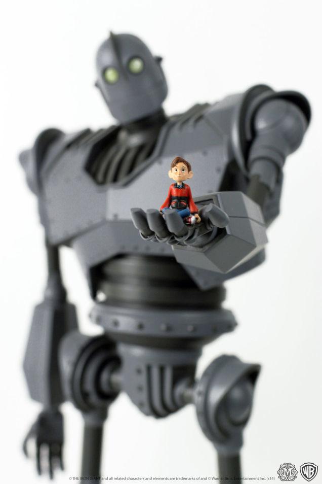 Iron-Giant-figure-Mondo-1ig2_636.jpg