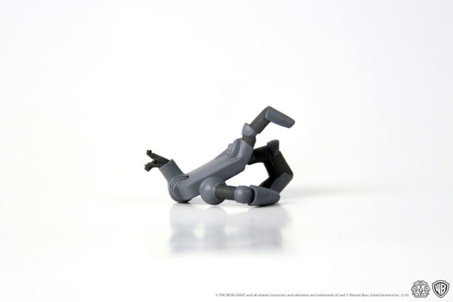 Iron-Giant-figure-Mondo-1ig5_636.jpg