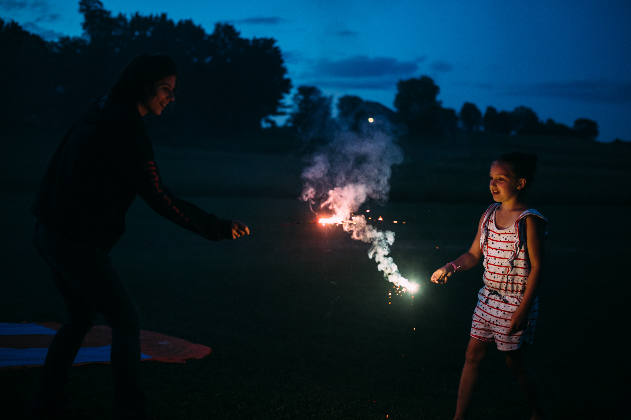 4th-july-fireworks-sparklers-documentary-family-party-photography-7.jpg