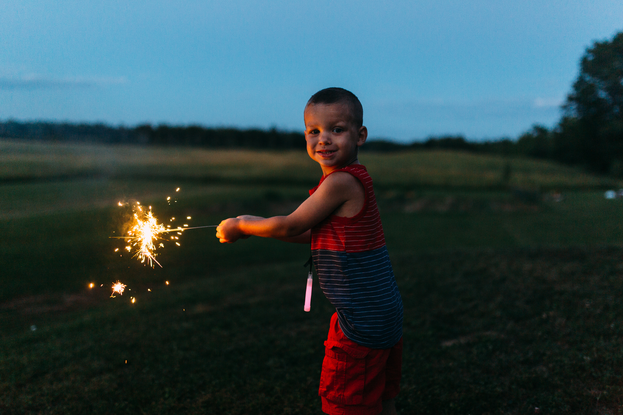4th-july-fireworks-sparklers-documentary-family-party-photography-6.jpg