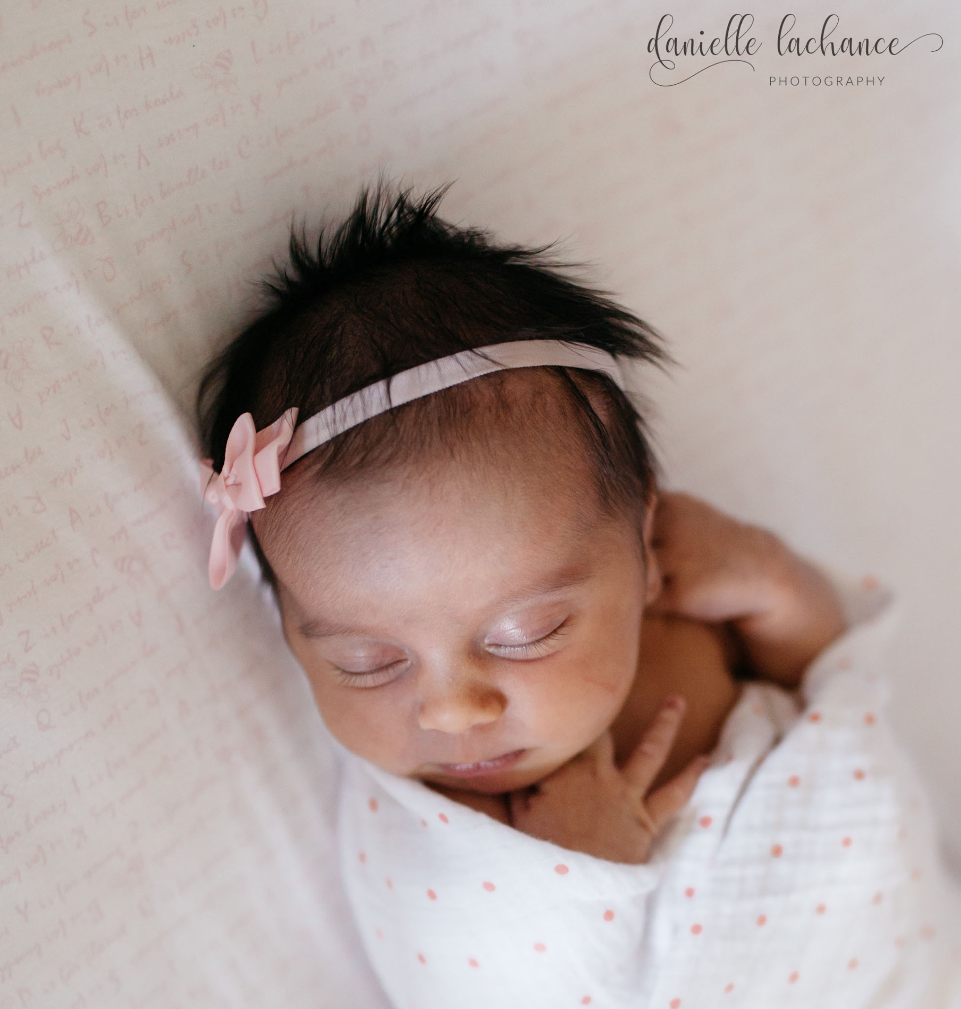 maine-natural-newborn-relaxed-session-portraits-lifestyle-photographer.jpg