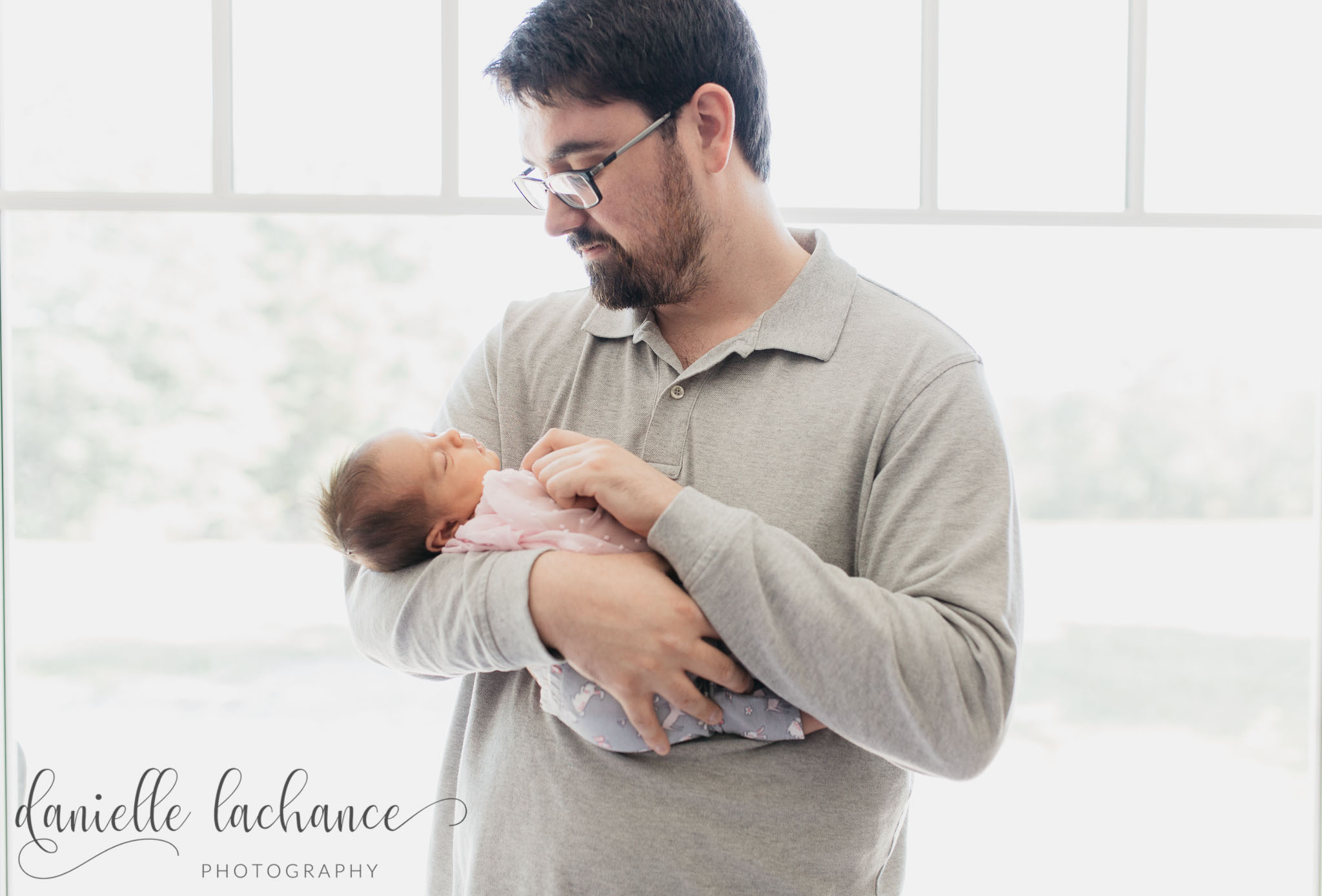 maine-newborn-father-fatherhood-photography-daughter.jpg