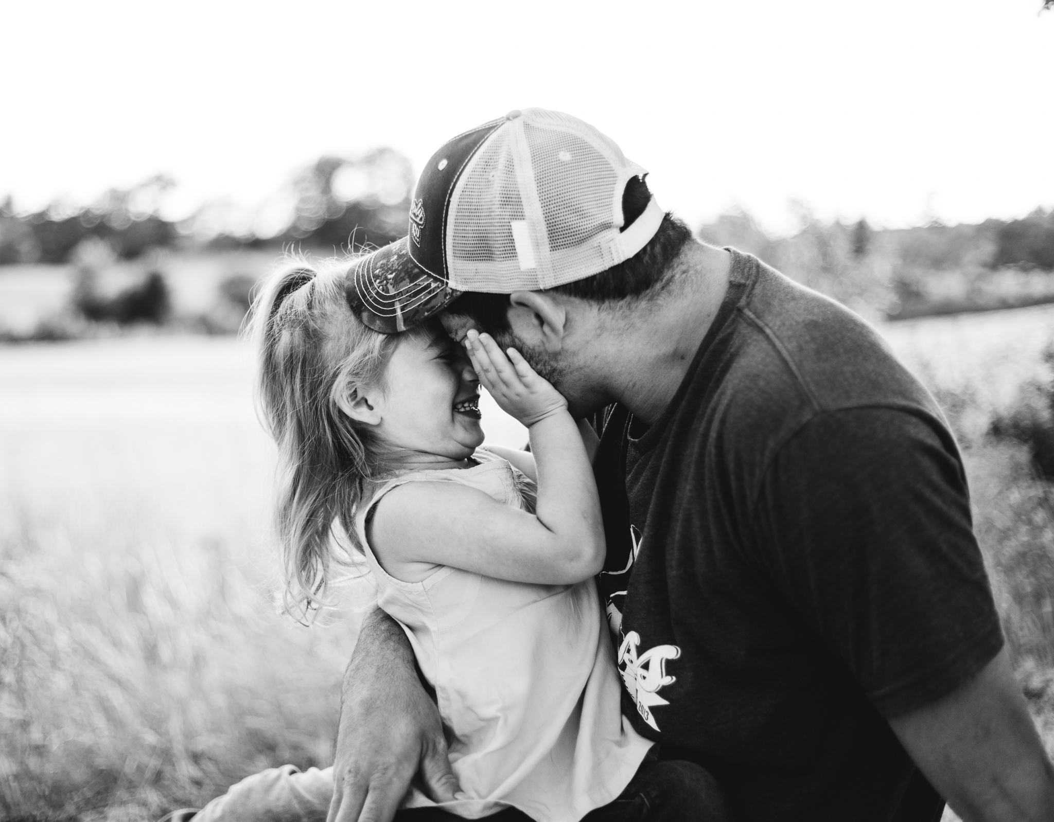 southern-maine-photographer-capturing-natural-moments-fatherhood-family-daughter.jpg
