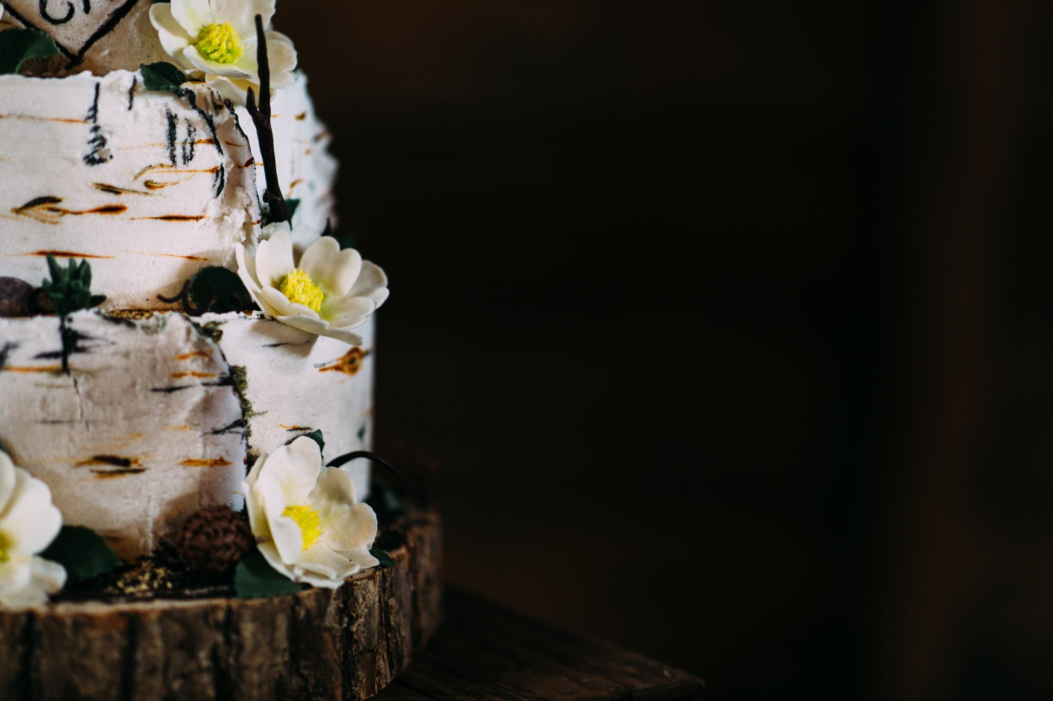 maine-wedding-cake-details-rustic-flowers.jpg