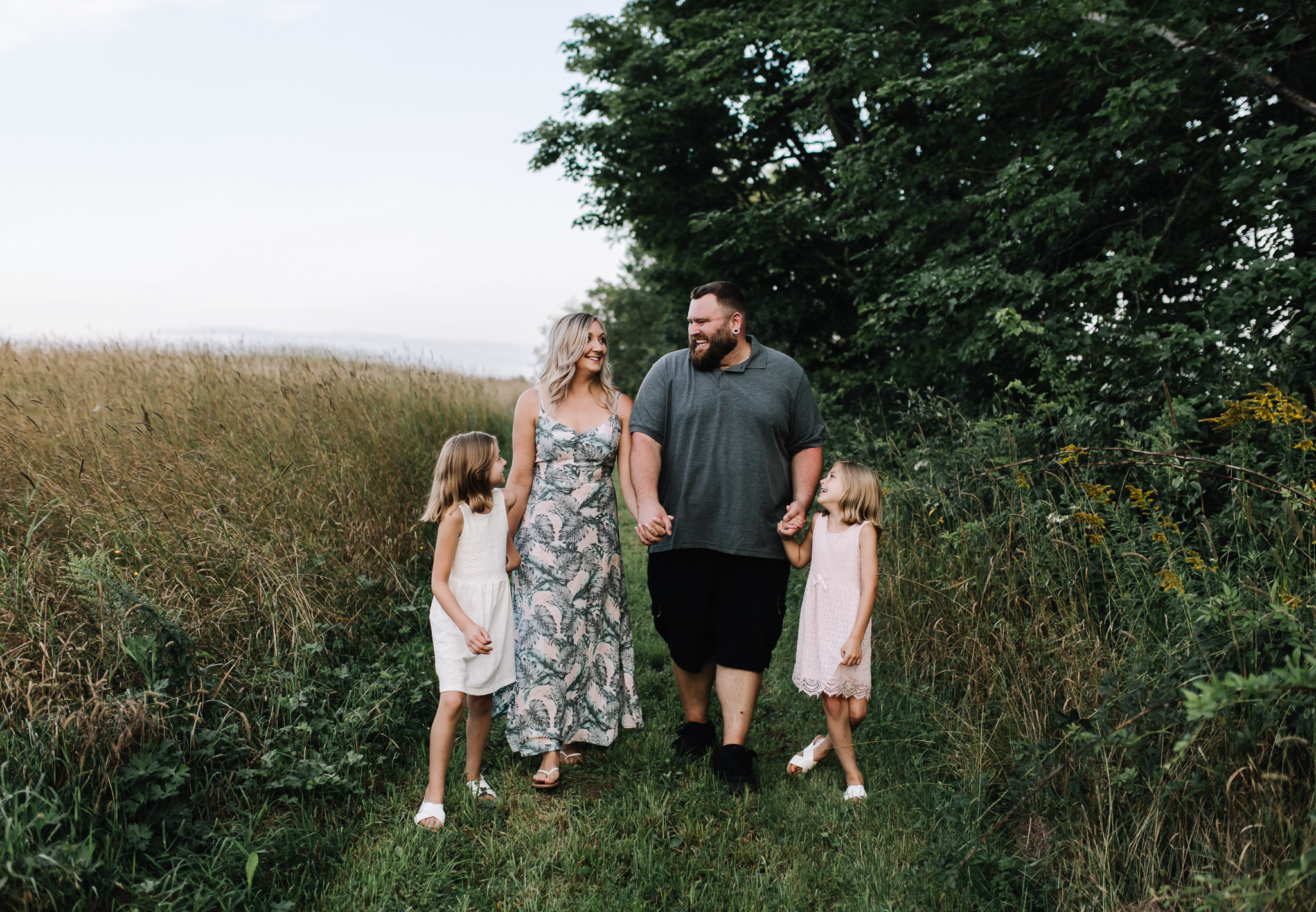 maine-family-together-field-photo-session.jpg