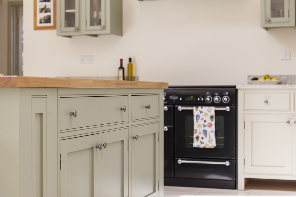 Choosing Materials - The use of natural materials from timber worktops to natural stone, help bring to life a country style kitchen. Colourful homely pieces also help to transform the kitchen into a real family space.