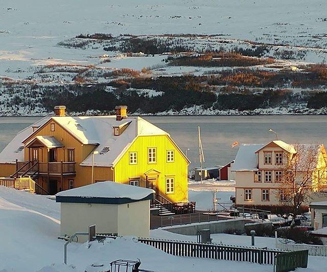 Sól sól skín á mig. #goodmorning #akureyri #bestplacetostay #placetoread #booknow