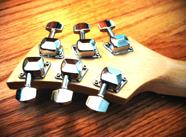 logitech-guitar-headstock-back.jpg