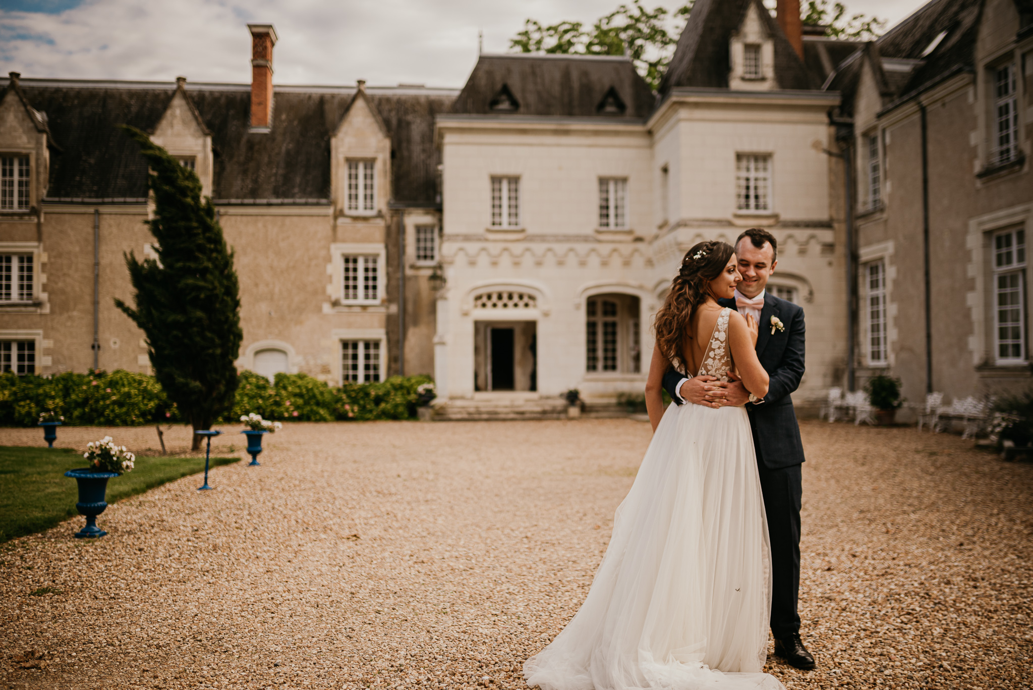 #chateauderazay #europesummerwedding #summerheartphotography