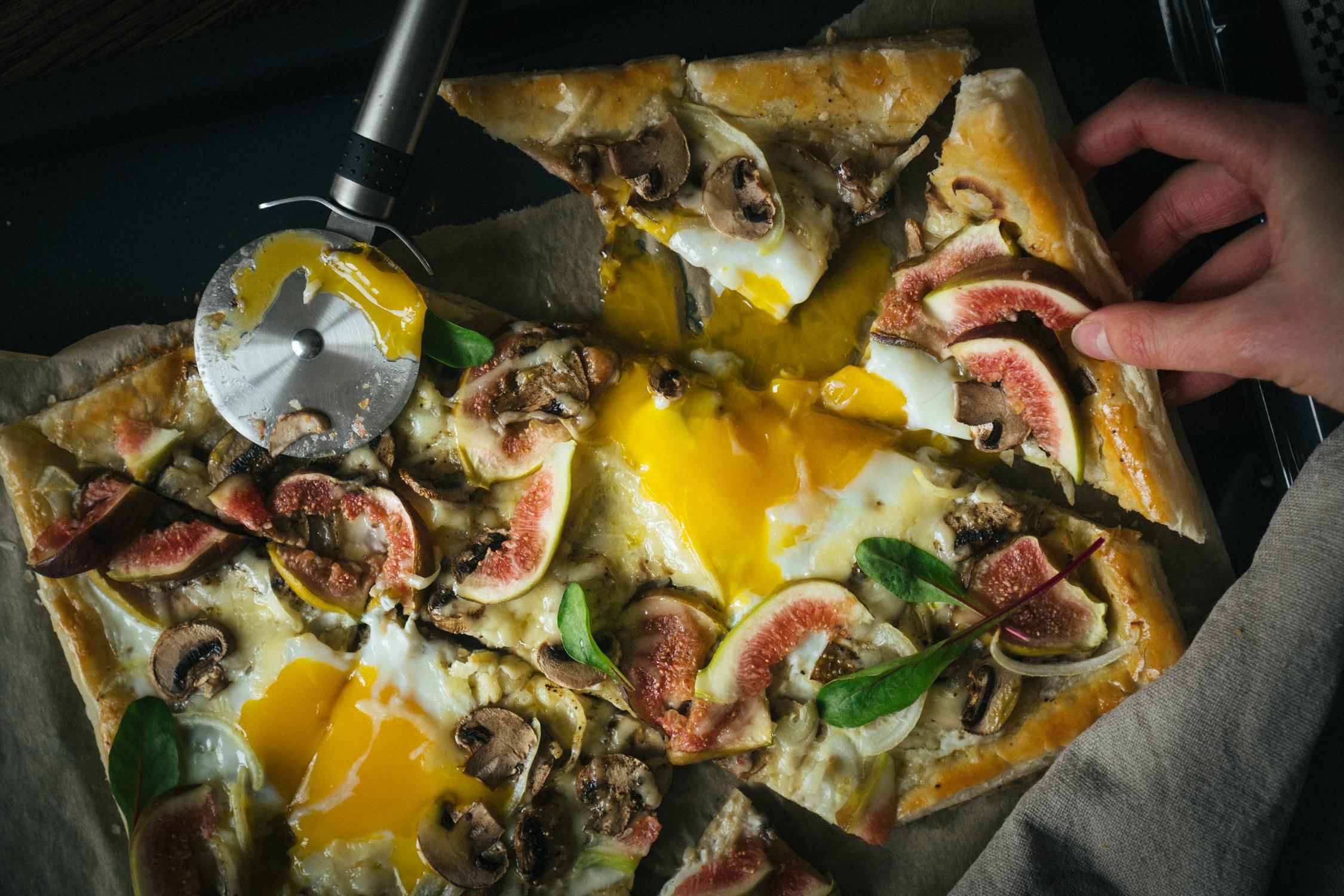 puff_pastry_eg_tart_with_gruyere_figs_and_mushrooms-5.jpg