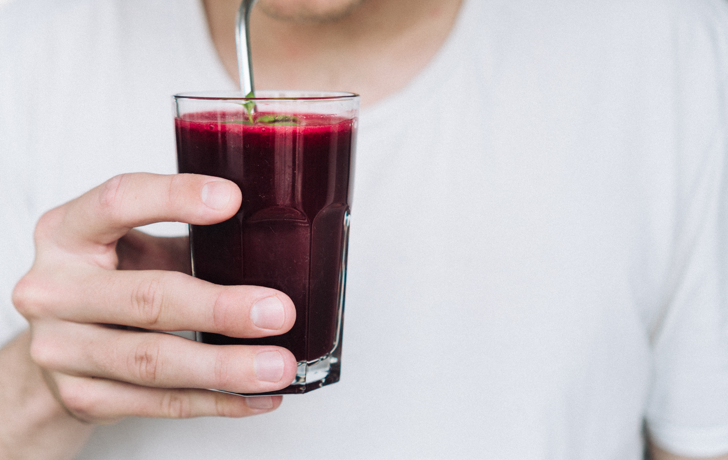 cold_pressed_beet_apple_and_carrot_juice.jpg