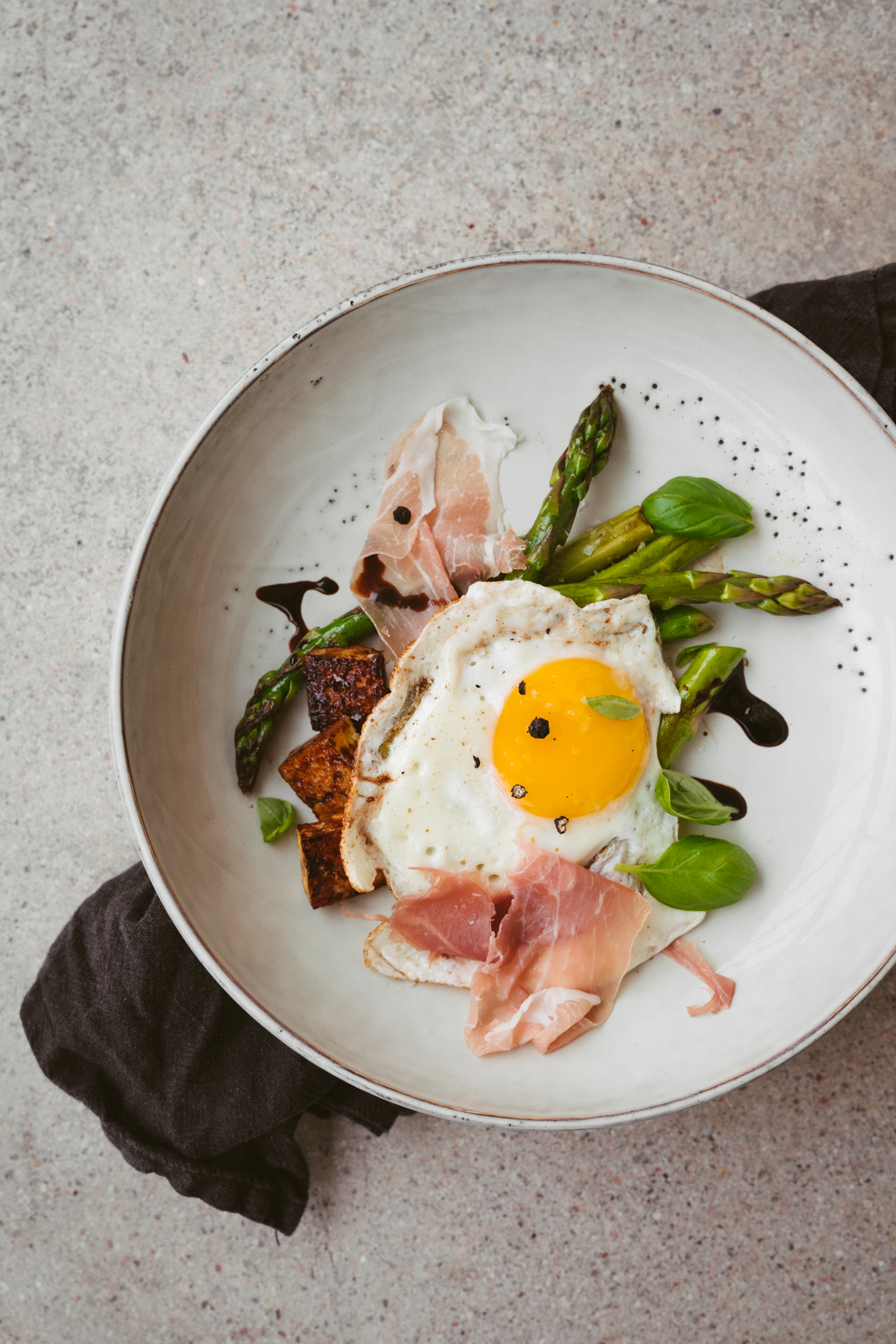 asparagus_sonny_side_up_and_prosciutto-5.jpg