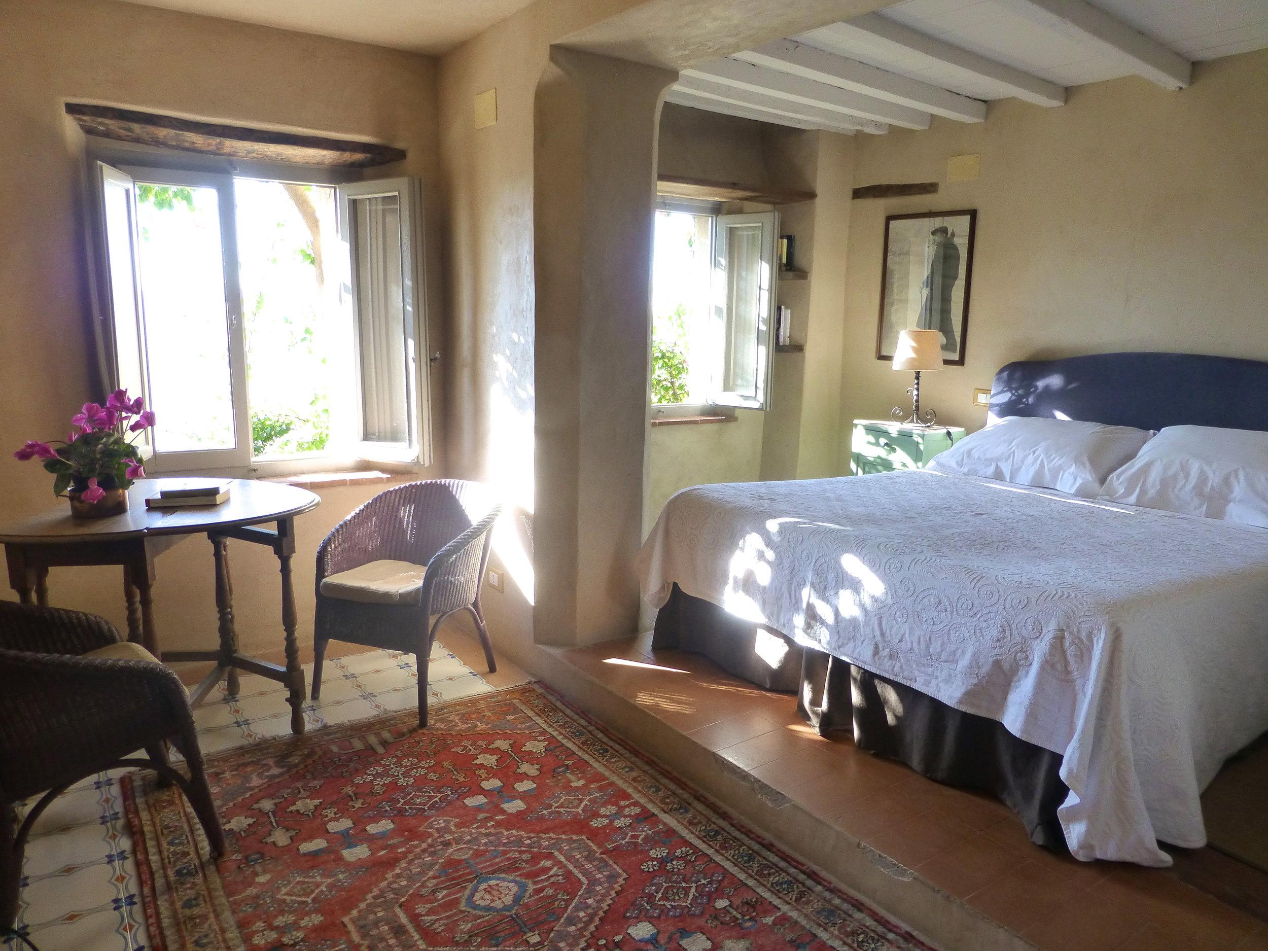 LAMBERTO bedroom.JPG
