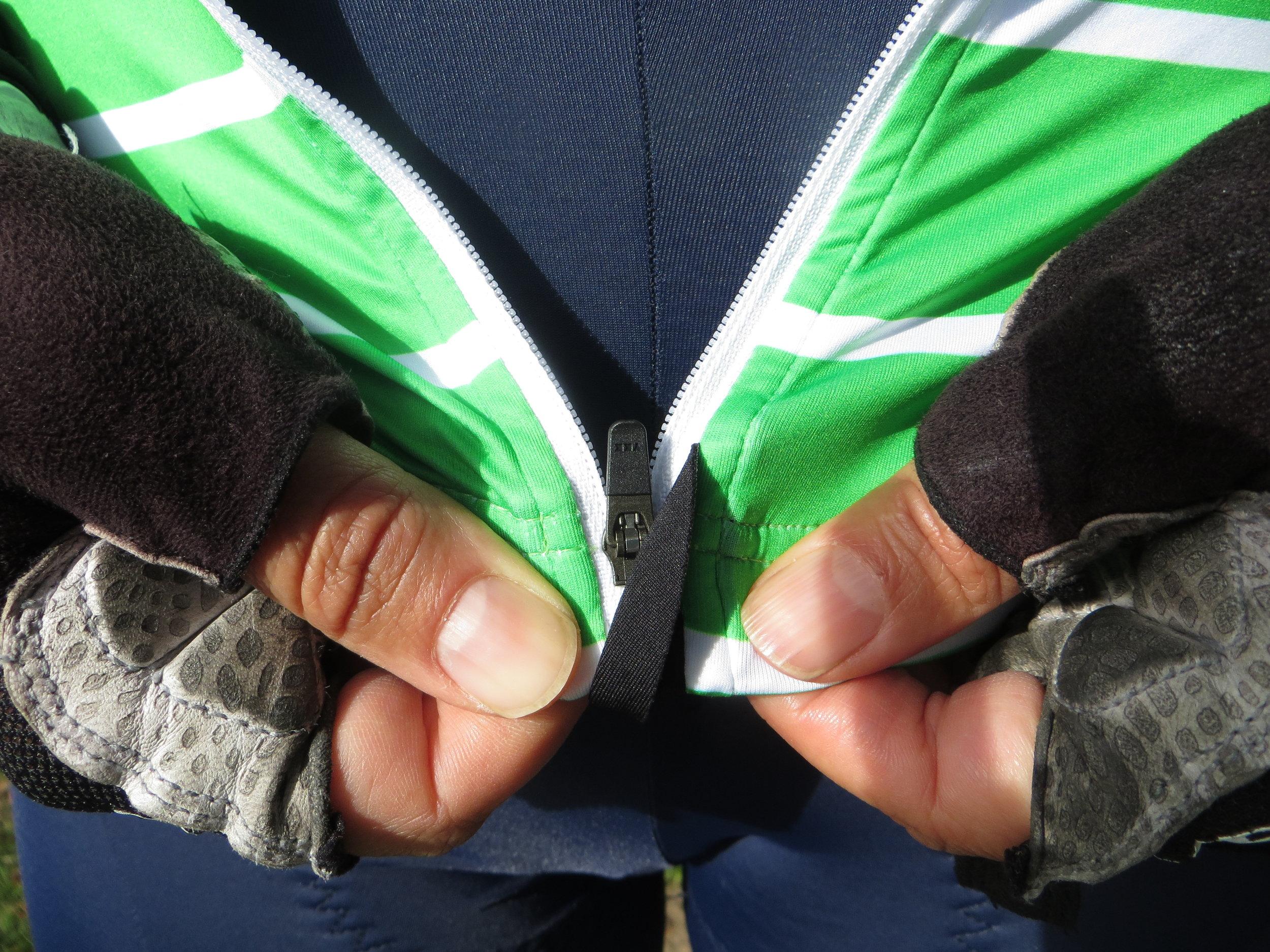 The jersey's smart zipper keeper