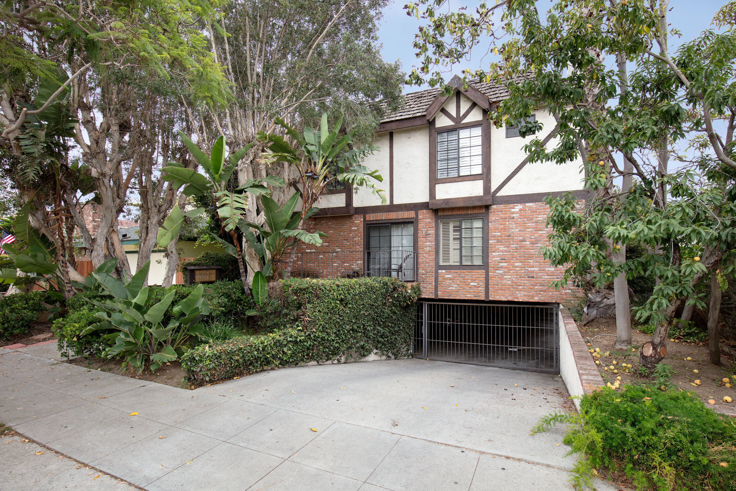 1834 11th St #3 | Santa Monica | Offered at $799,000