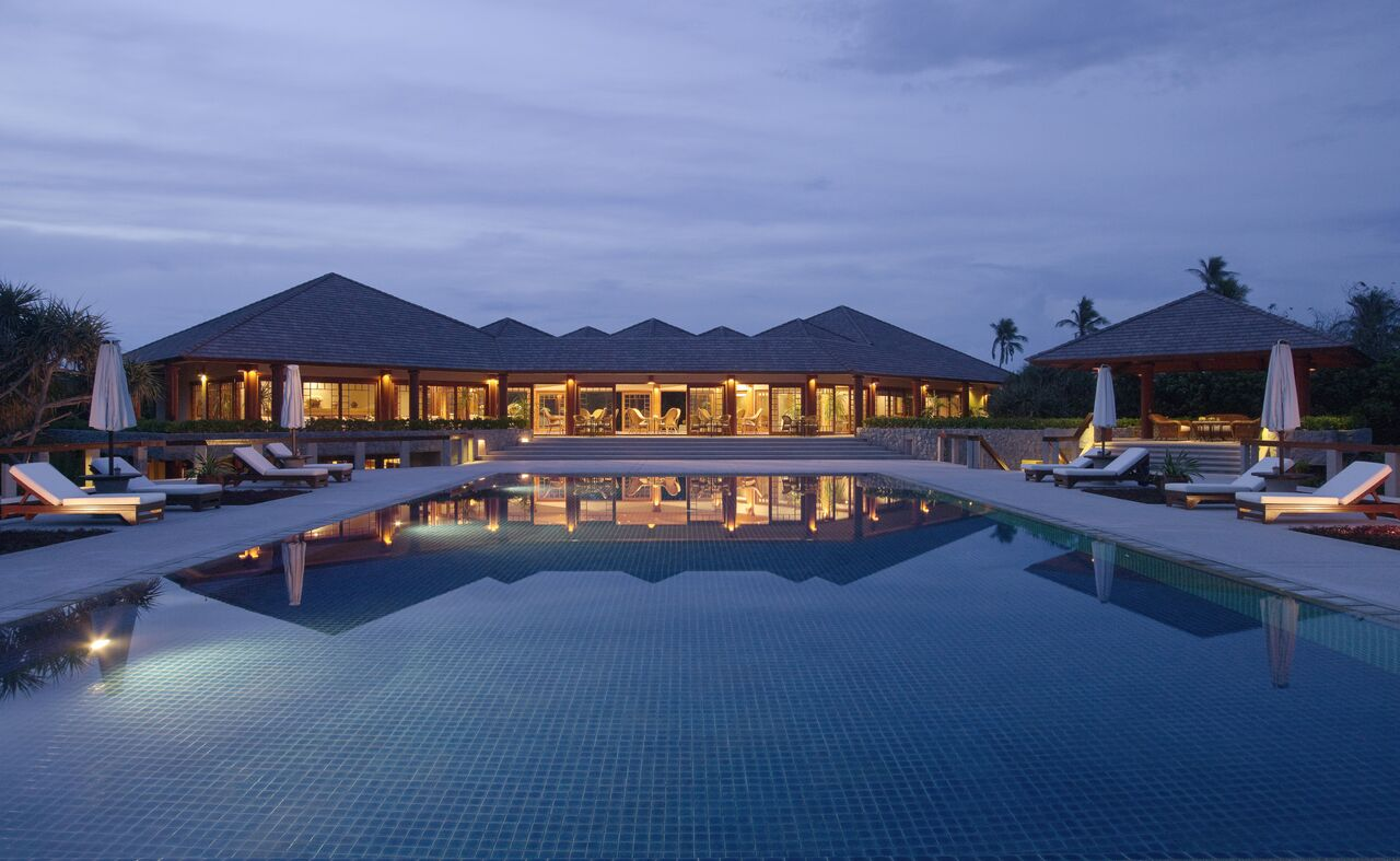 RS132_Amanpulo - Swimming Pool Night-lpr_preview.jpg