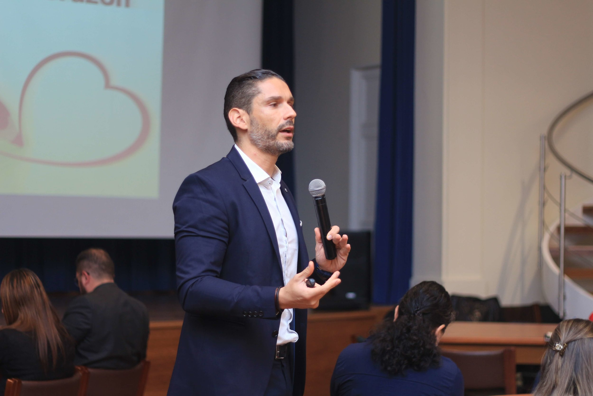 Foto EMILIO TORRES visita Costa Rica para capacitar a docentes (1).JPG