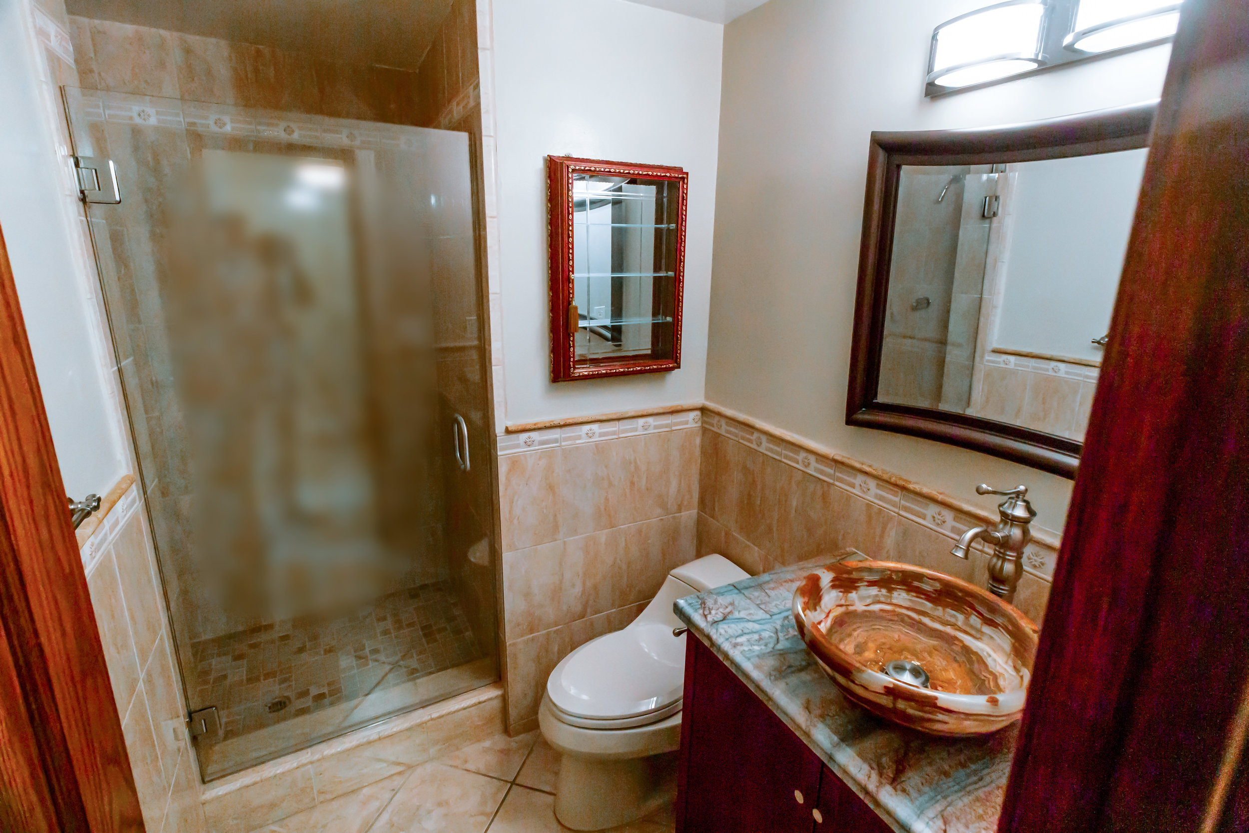 09 Executive Bathroom.jpg