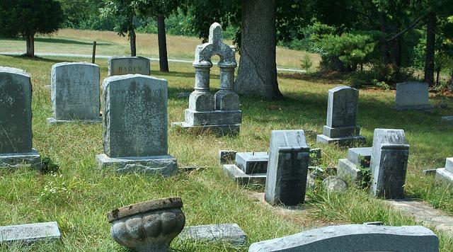 cemetery-51550_640.jpg