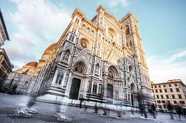 Did you know Florence 🇮🇹 gets over 16 million tourists every year?😱 • • You learn quickly on that getting these historic sites all to yourselves is a foolish thought. But these are the moments we live for: the glimmer of #goldenhour 🌞 and the playful ghost like whisps of #shutterspeed playtime, and after hours of shooting and waiting, you get a piece of magic ✨ to take home with you. • • • • #florenceitaly #pizzamyheart #piazzaduomo #neverstopexploring #travel #travelphotography #behindthescenes #adventure #traveling #architecturephotography #architecture #masterpiece #wanderlust #doyoutravel #goexplore #explore #roamtheplanet #wonderfulplaces #realmagic #drownthenoise #feedthesoul