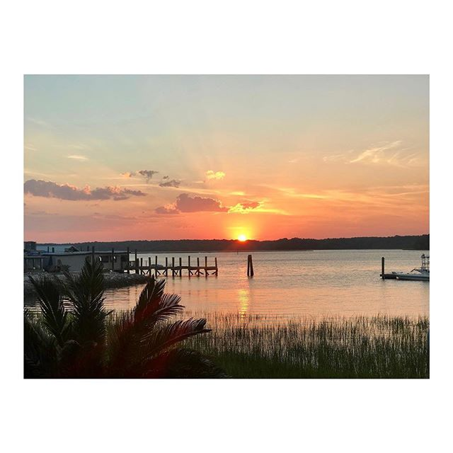 Carolina sunsets #hiltonhead . . . . . . . . #chicagopainters #chicagopainting #chicagopaintingcontractor #commercialpaintingchicago #residentialpaintingchicago #exteriorpaintingchicago #interiorpaintingchicago #exteriorpainting #interiorpainting #chicagointeriordesign #interiordesign #chicagointeriordesigner #interiordesigner #chicagobuilders #homebuilders #homeimprovement #construction #commercialconstruction #residentialconstruction #homedecor #decor #design #architecture #homes #sunset #carolina #beach #vacation