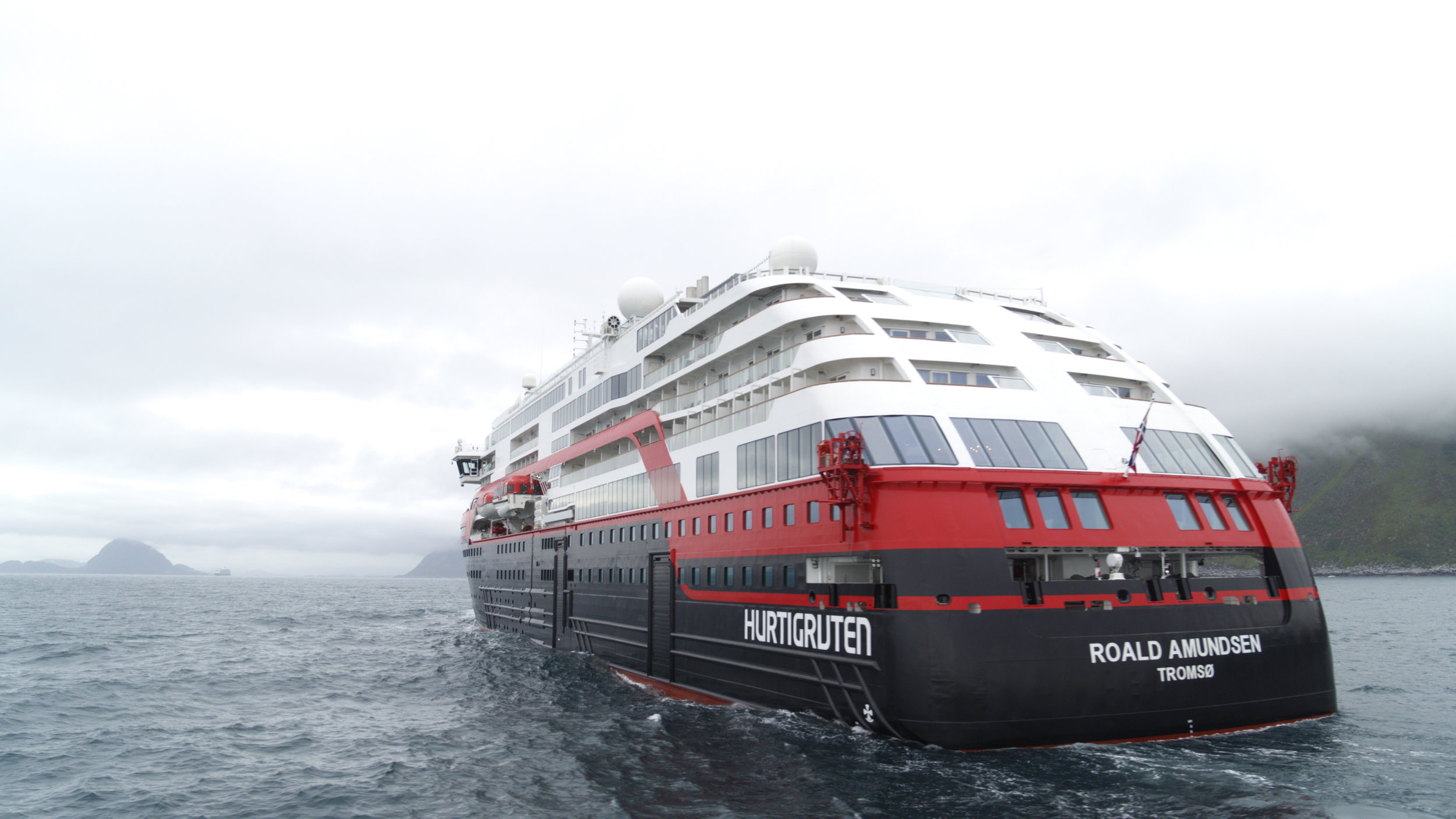Hurtigruten MS Roald Amundsen 004 - hybrid powered - photo Hurtigruten.jpg